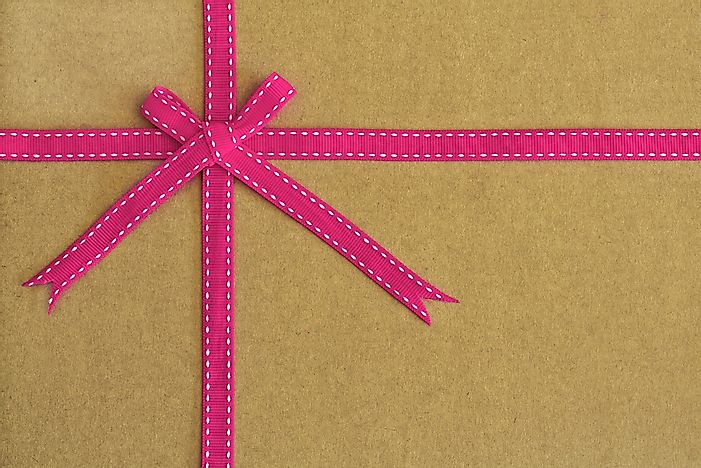 Recycled paper can be a trendy way to gift wrap.
