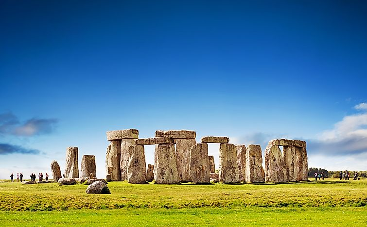 Stone henge: big rocks.