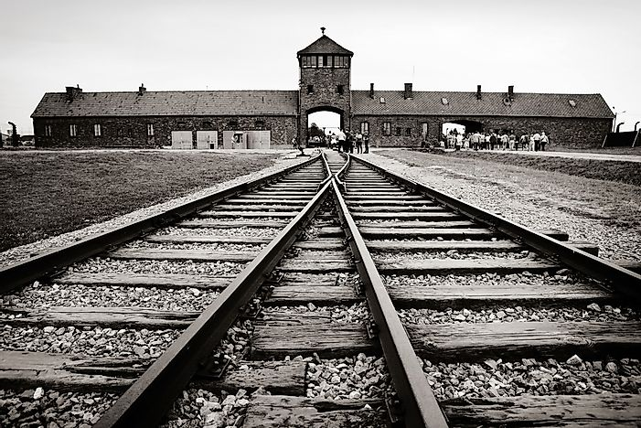 a report on the horrors of auschwitz concentration camp A special commission of doctors arrived in auschwitz concentration camp on 28  july  they had no time to glance around them or to realise the horror of their  situation  lastly, a polish report in 1946 by dr philip friedman and tadeusz.