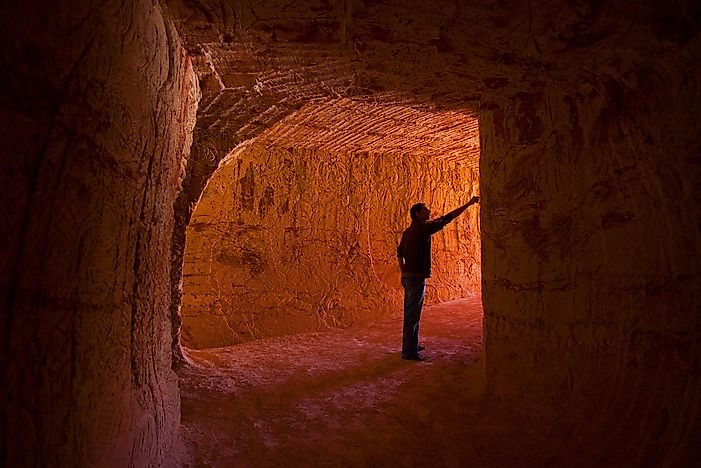 "Life In The ""Dugouts"" Of Coober Pedy, A Unique Town In South Australia"