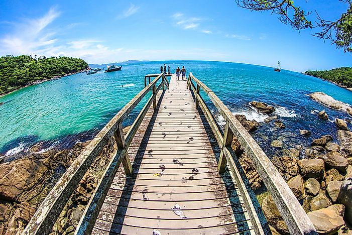 A boardwalk in Bombinhas.