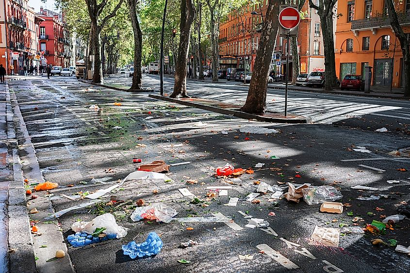 Littering on the streets of Toulouse, France. Image credit: Mikalai Kachanovich/Shutterstock.com