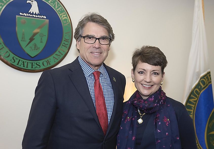 Secretary R. Perry meets with Lynn J. Good. Image credit: US Department of Energy/Flickr.com