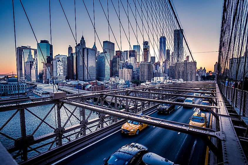 The Brooklyn Bridge connects Manhattan and Brooklyn in New York.