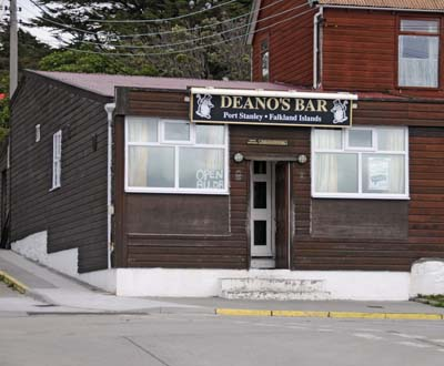 falkland islands, deano's bar