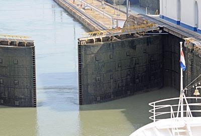 panama, panama canal, lock gates