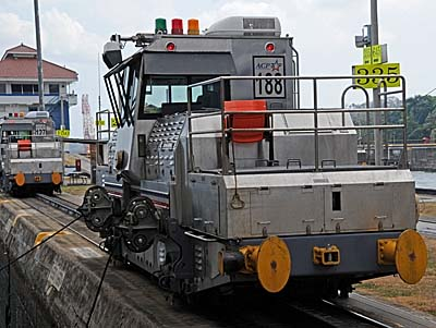 panama, panama canal, electric locomotives
