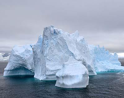 antarctica giant iceberg