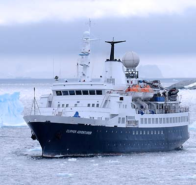 antarctica tourboat from argentina