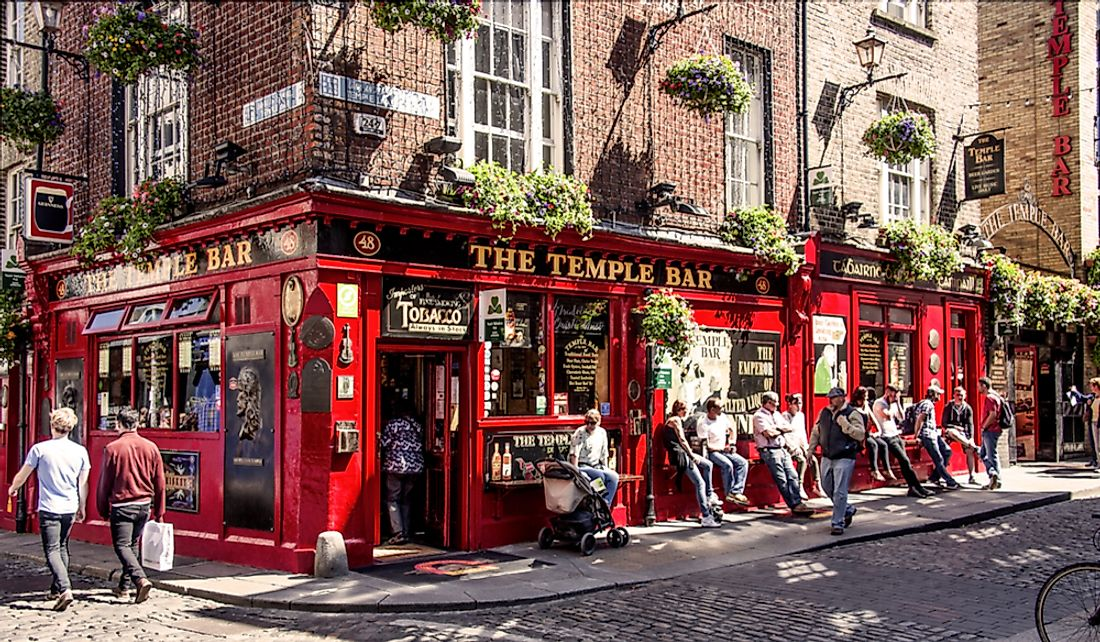 Ireland is known for its relaxed and friendly pub atmosphere. Editorial credit: Rolf G Wackenberg / Shutterstock.com