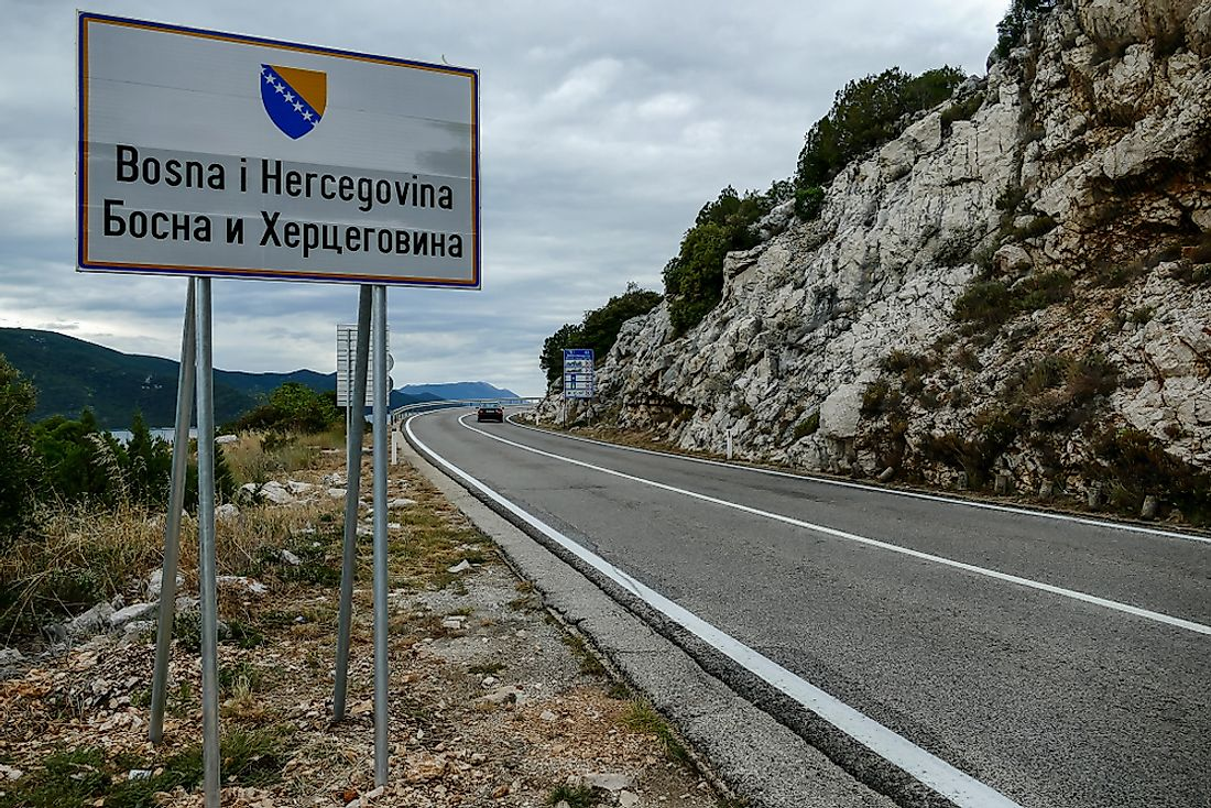 A bilingual sign in Bosnia and Herzegovina.