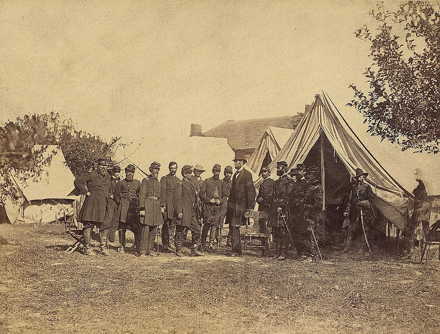 Lincoln with officers after the Battle of Antietam. Image credit: National Archives at College Park / Public domain