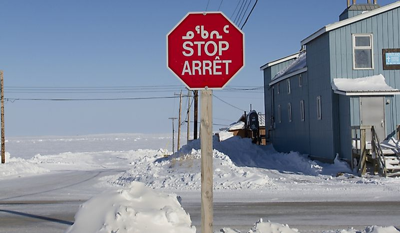 A stop sign showing French, English, and Inuktitut.