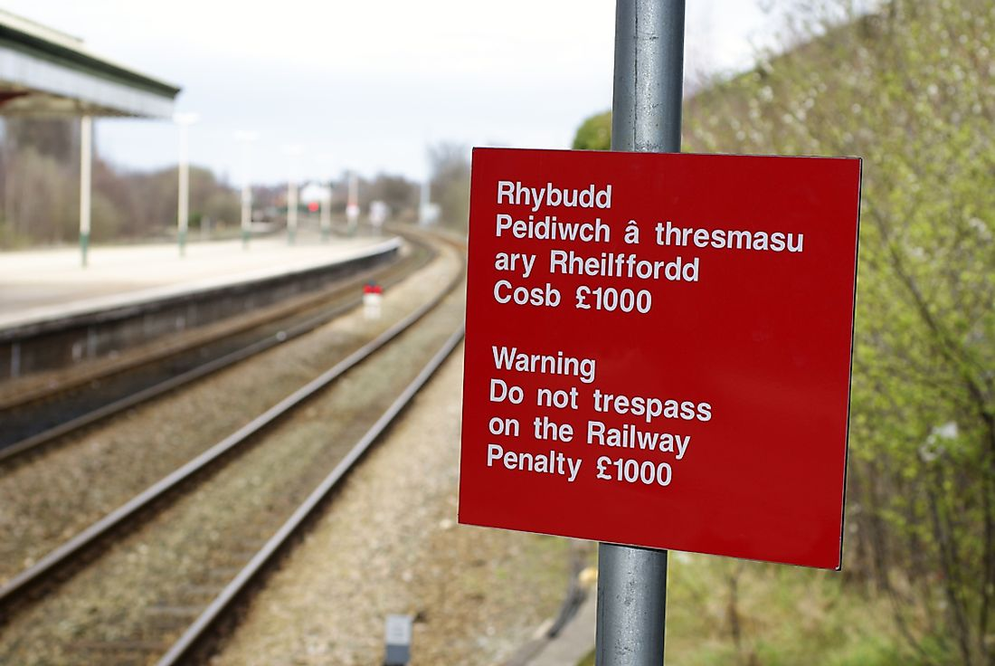 Signage shown in both English and Welsh.