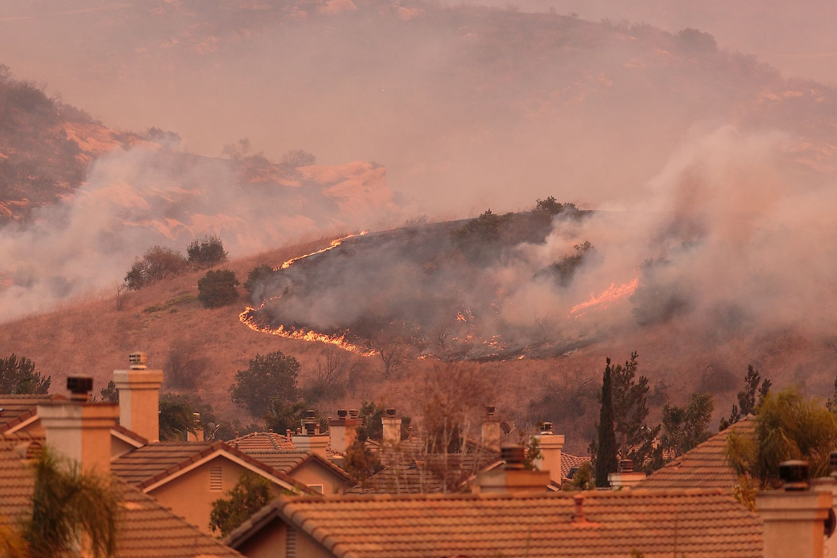 A view of the spreading flames from the Canyon Fire 2 wildfire in Anaheim Hills and the City of Orange. Image credit: Aarti Kalyani/Shutterstock.com
