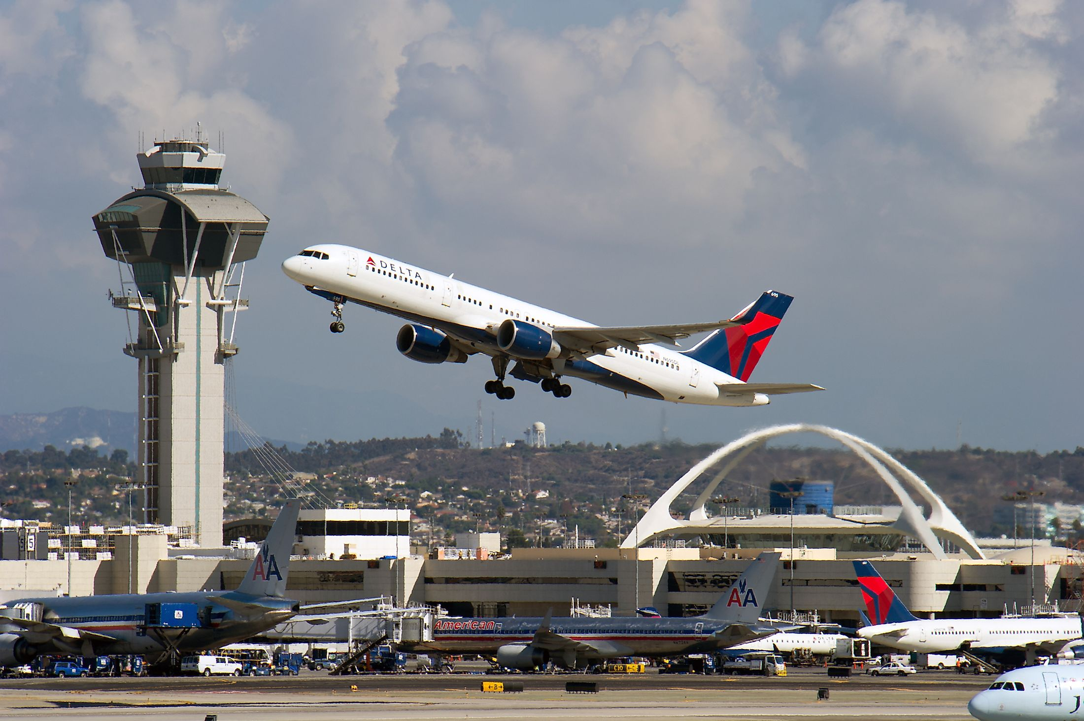 A Delta Airlines passenger jet takes off from Los Angeles International Airport in Los Angeles, CA. Image credit: Christopher Halloran/Shutterstock.com