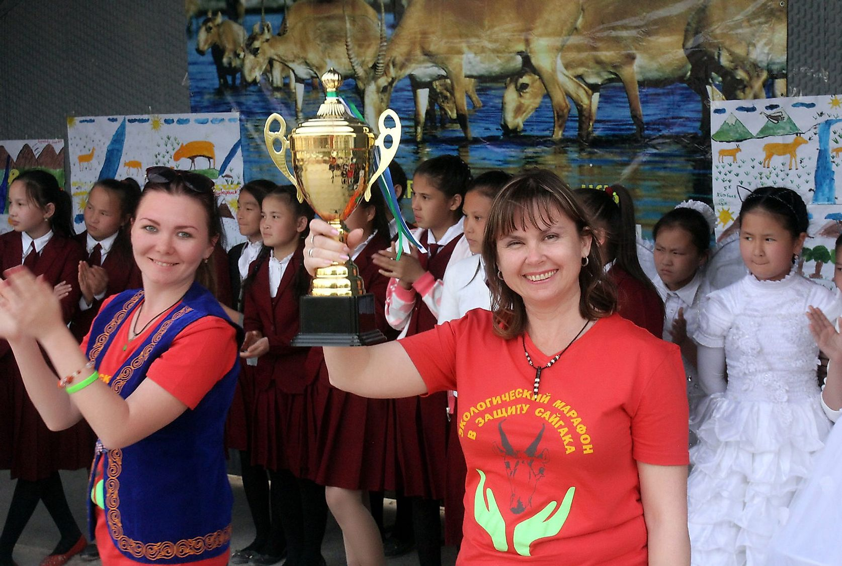 Elena Bykova with the trophy in hand at an Award ceremony on Saiga Day in Uzbekistan. Image credit: Alexander Esipov