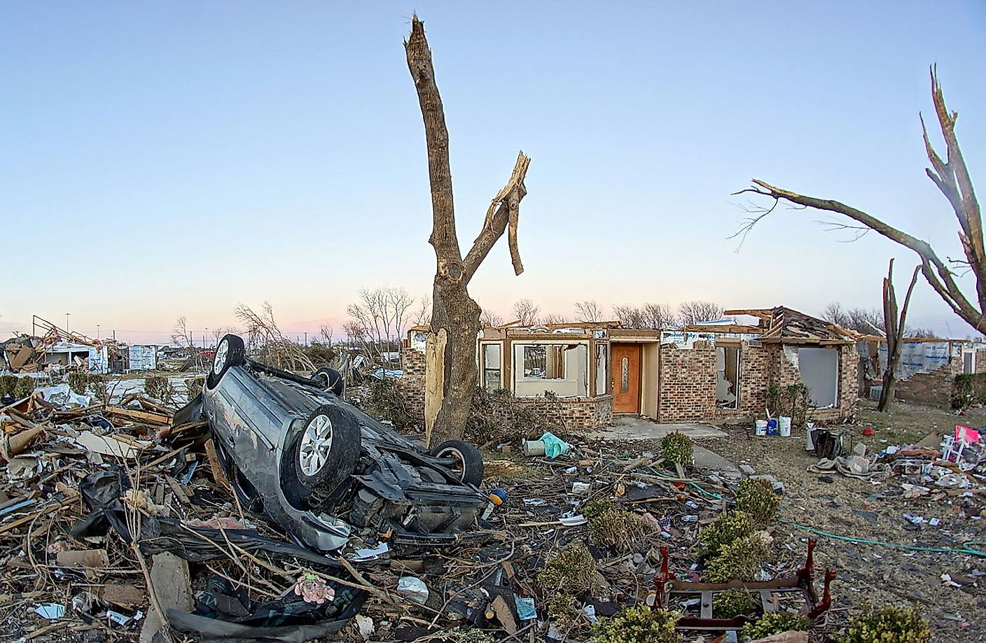 Damage in a residential area as a result of the EF4 Garland/Rowlett, Texas tornado. Image credit: Volkan Yukse/Wikimedia.org