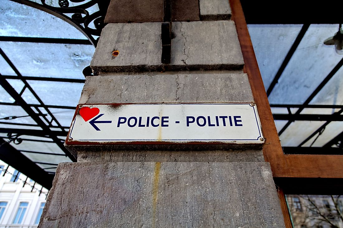 A bilingual French-Dutch sign in Brussels. Editorial credit: Bruno Bleu / Shutterstock.com.