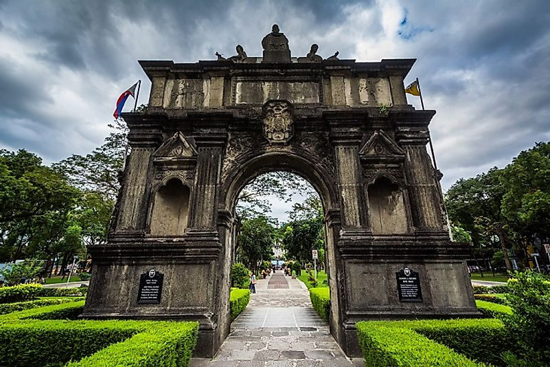 "The ""Arch of the Centuries"", the Univerisity of Santo Thomas's original entrance point."