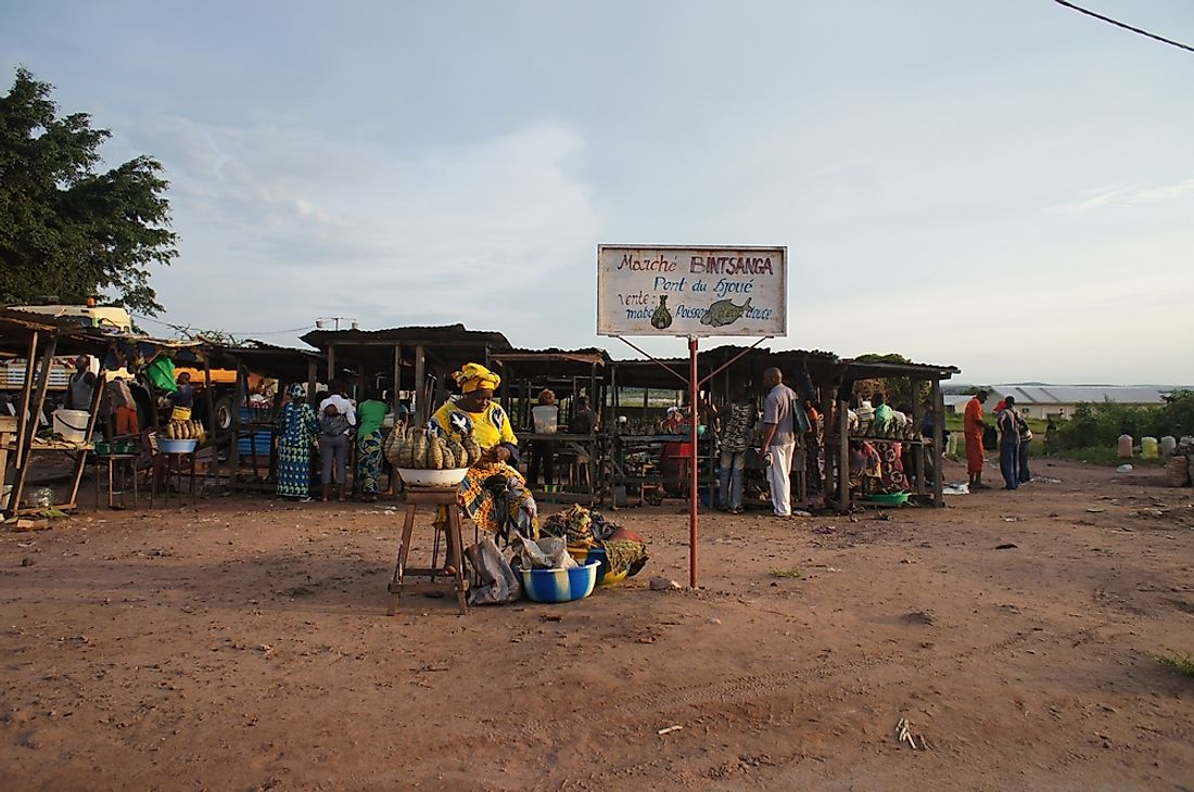 A roadside market in Brazzaville, Republic of the Congo. Editorial credit: Alexandra Tyukavina / Shutterstock.com.