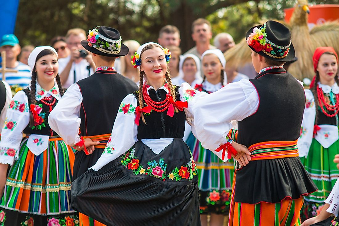 Polish dancers performing in Lowicz. Editorial credit: Michal Ludwiczak / Shutterstock.com.