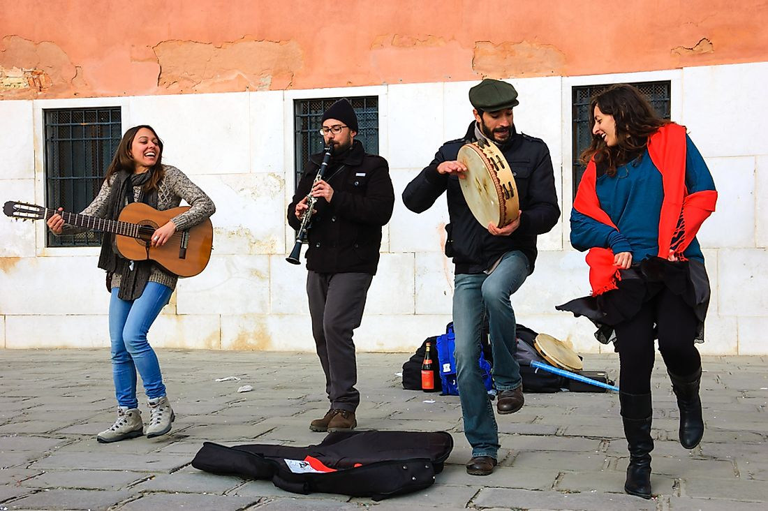 Italian folk musicians in the streets of Italy. Editorial credit: Elena Dijour / Shutterstock.com.