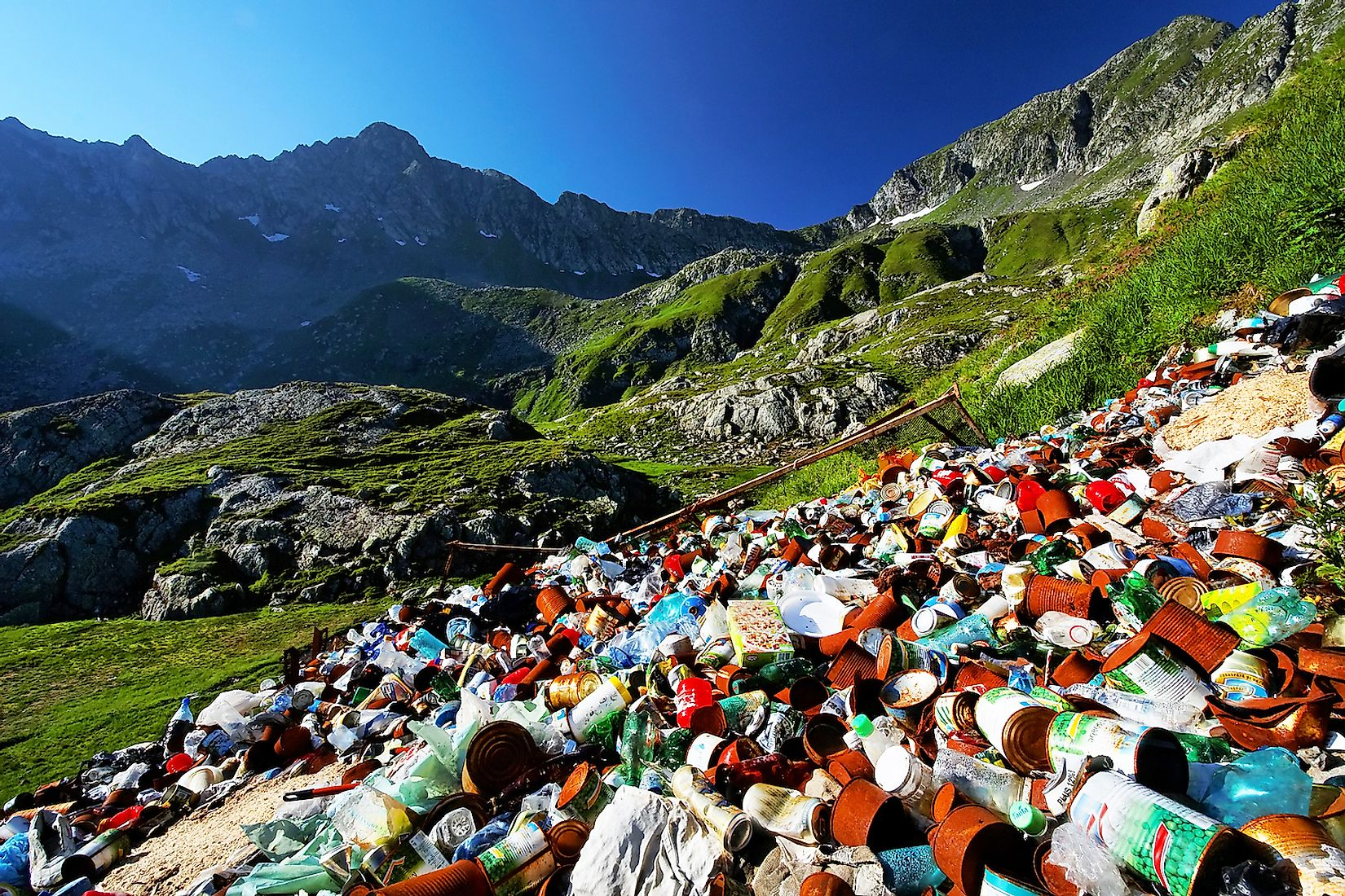 Waste left by tourists on mountains. Image credit: Mikadun/Shutterstock.com