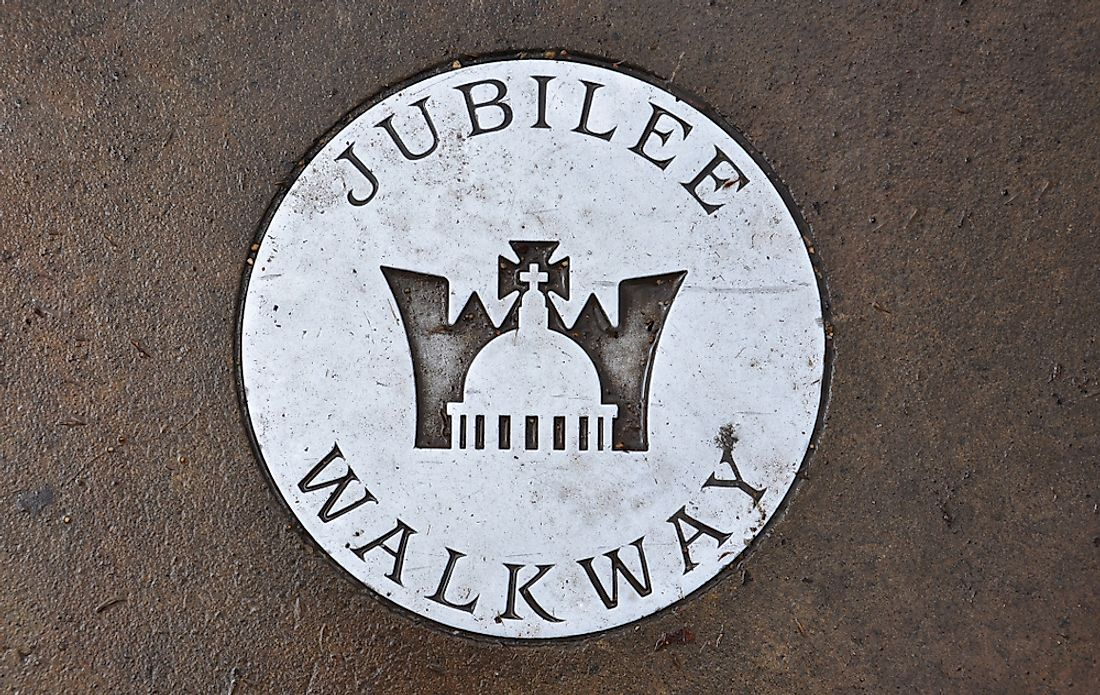 A medallion marking the Jubilee Walkway in London.