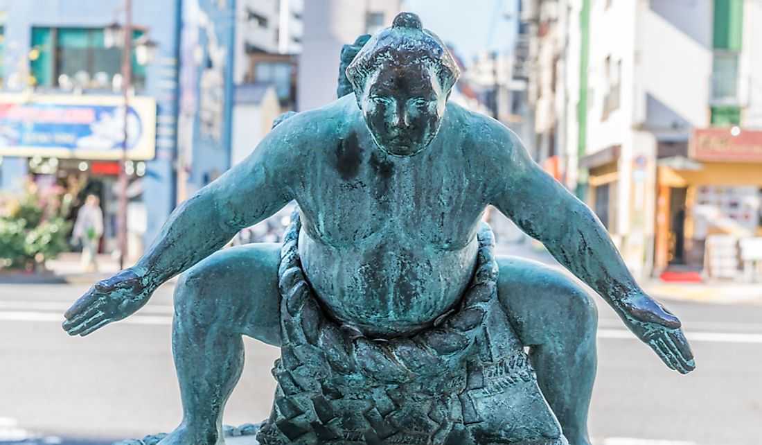Statue of a sumo wrestler in Tokyo, Japan.  Editorial credit: Manuel Ascanio / Shutterstock.com