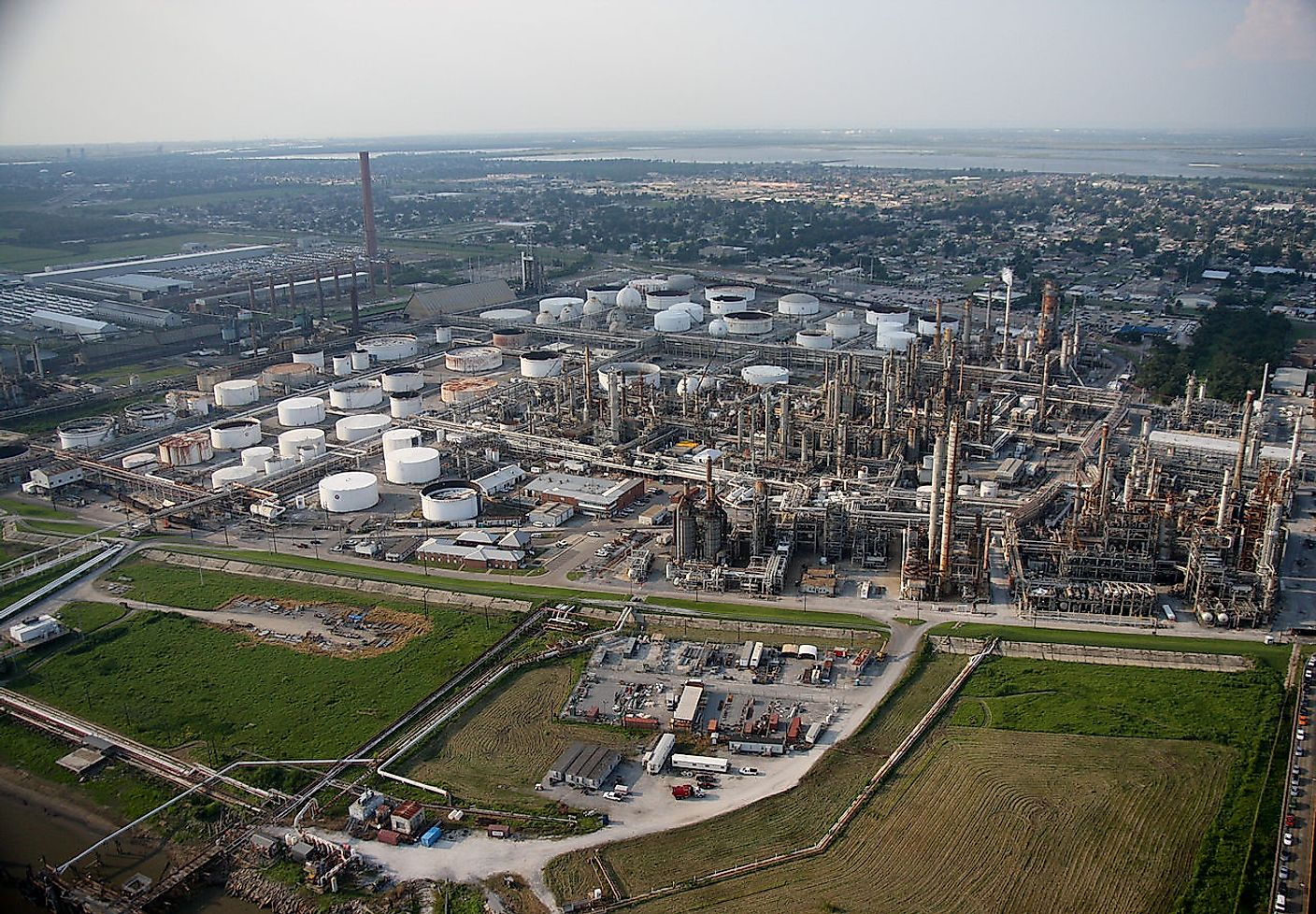 Aerial view of a Louisiana oil refinery. Image credit: Jacinta Quesada/Wikimedia.org