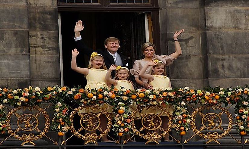Incumbent King Willem-Alexander and Queen Máxima with their daughters