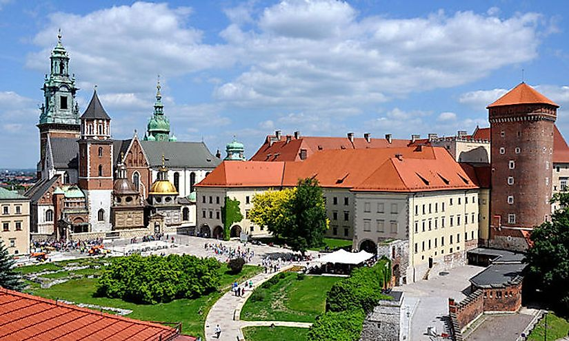 A picturesque view of the Wawel Castle and Cathedral.