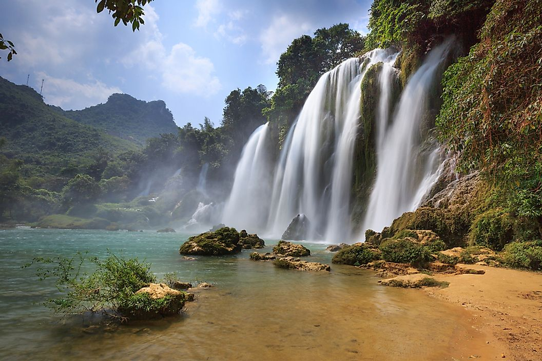 The Ban Gioc waterfall is located near the border between Vietnam and China.