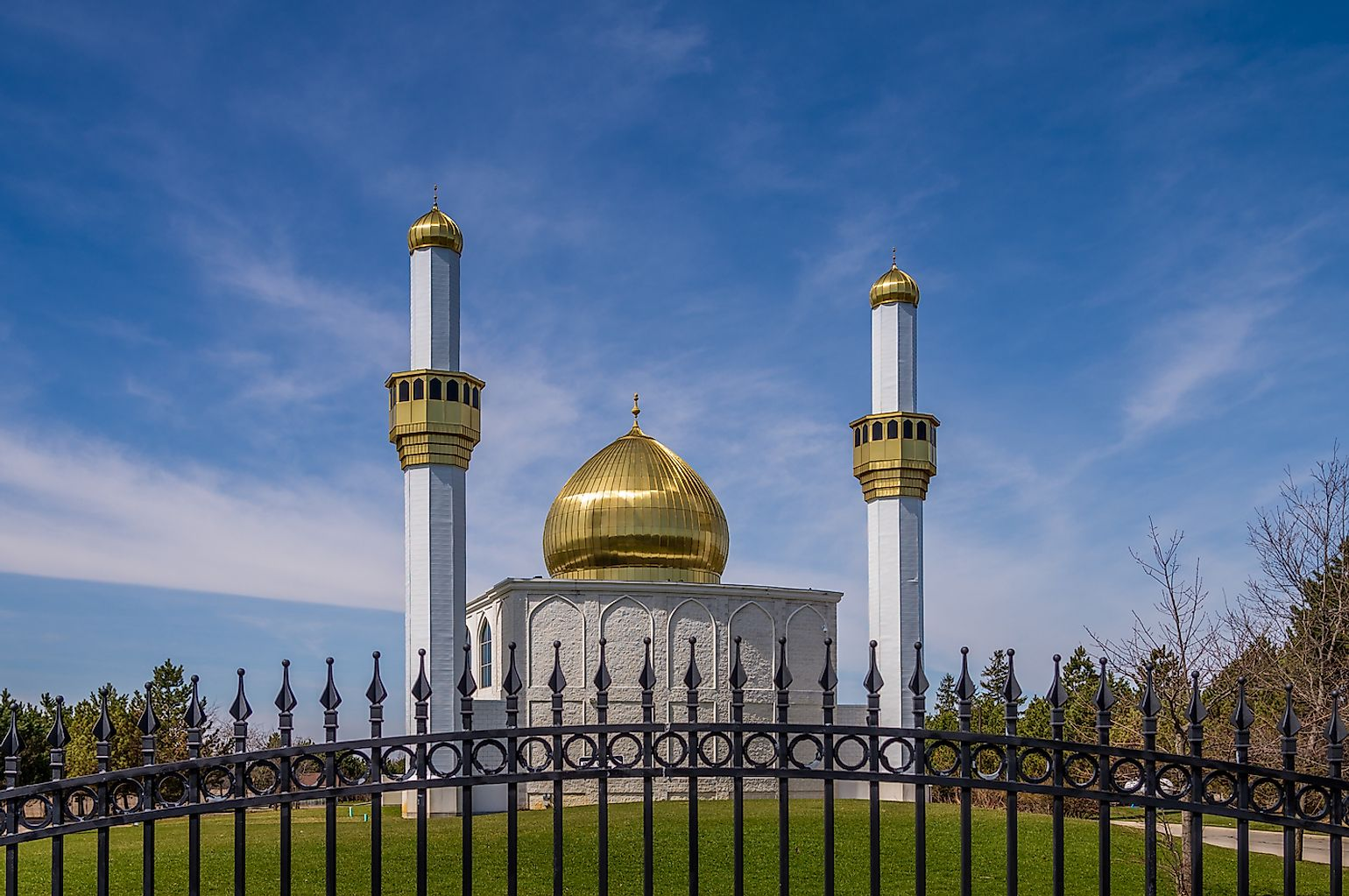 The mosque at the Al Hussain Foundation in Markham Ontario Canada. Image credit: Ken Felepchuk/Shutterstock.com