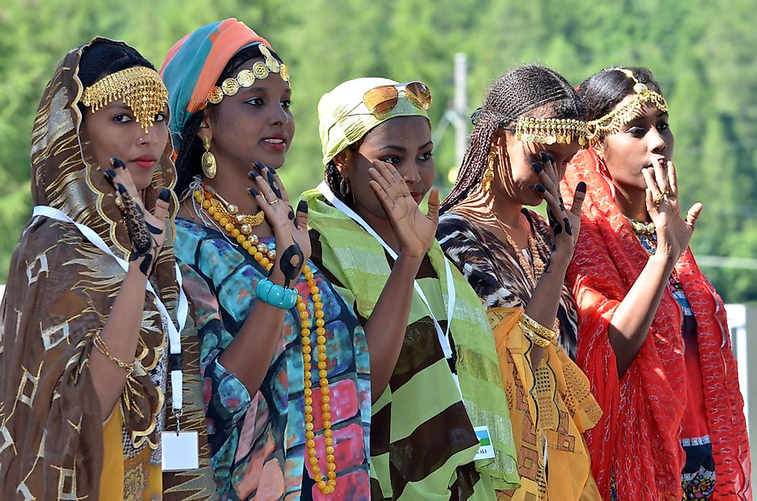 Djibouti dancers in traditional dressing. Editorial credit: mountainpix / Shutterstock.com.