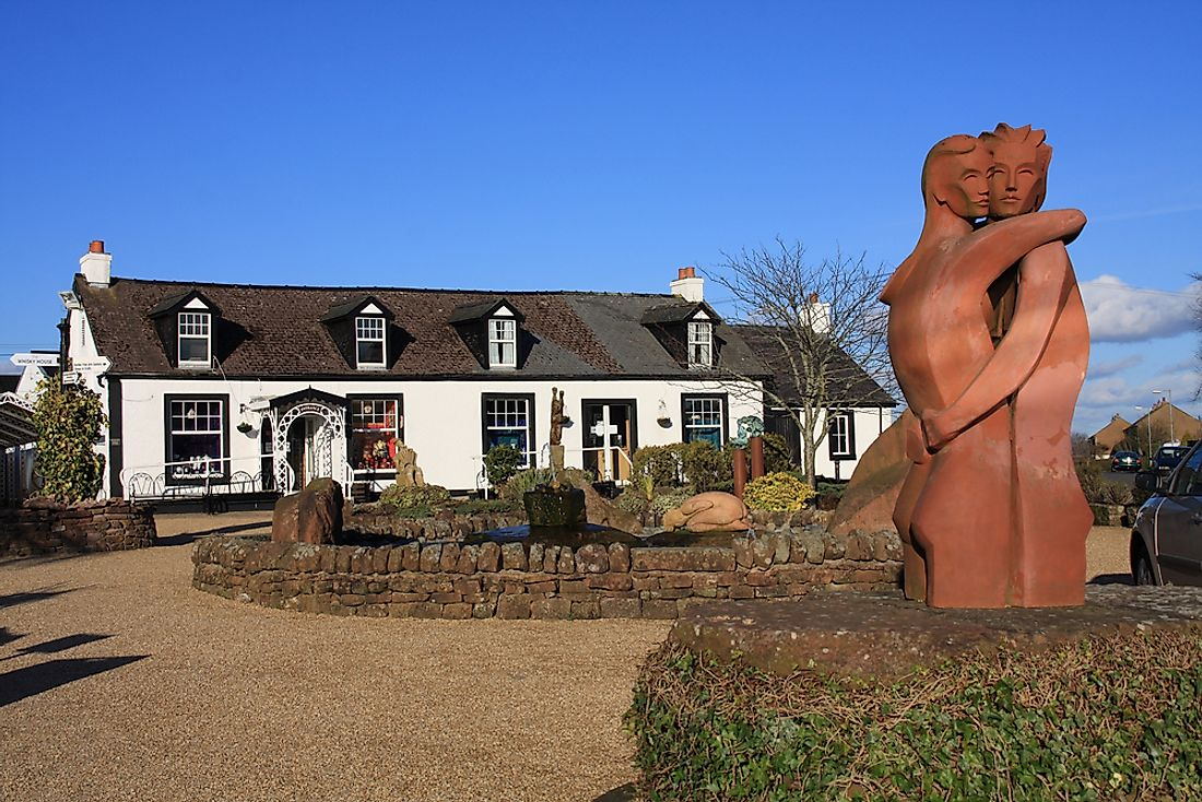 Sculpture of the Gretna Green lovers, in Gretna Green village.