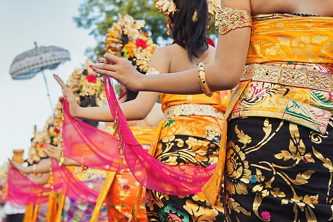 Traditional Indonesian clothing includes Balinese fashion.