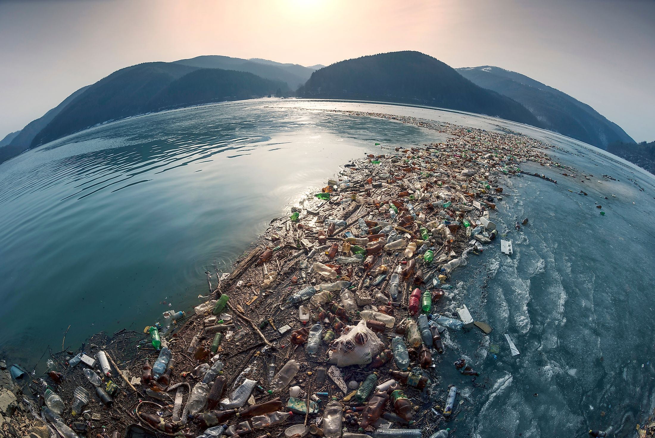 Ocean pollution is a major global threat to today. Image credit:  Roman Mikhailiuk/shutterstock.com