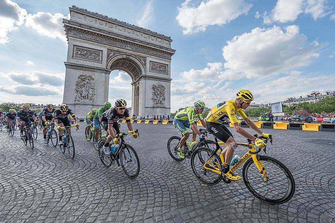 Tour de France cyclists pass the Arc de Triomphe in Paris, France. Editorial credit: Frederic Legrand - COMEO / Shutterstock.com