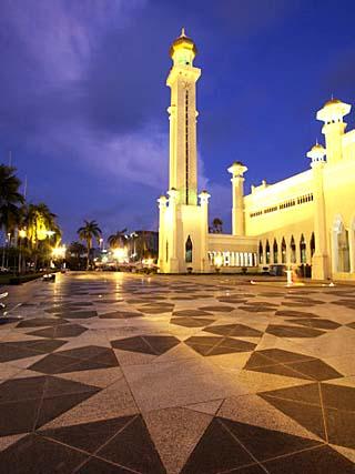 Omar Ali Saifuddien Mosque at Dusk, Bandar Seri Begawan, Brunei Darussalam