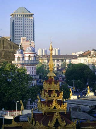 Skyline of Central Area and Sule Paya (Sule Pagoda), Yangon (Rangoon), Myanmar (Burma), Asia