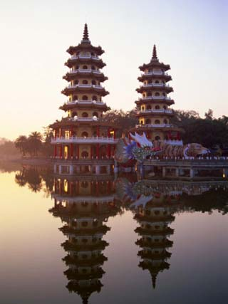 Taiwan, Kaohsiung, Lotus Lake, Dragon and Tiger Pagodas