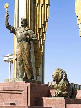 Statue on Memorial to Ismail Samani (Ismoili Somoni), Dushanbe,Tajikistan, Central Asia, Asia
