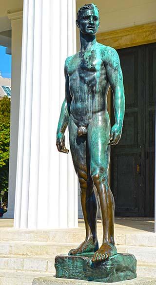 tall statue vienna