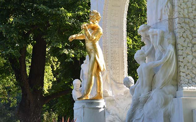 johann straus statue vienna