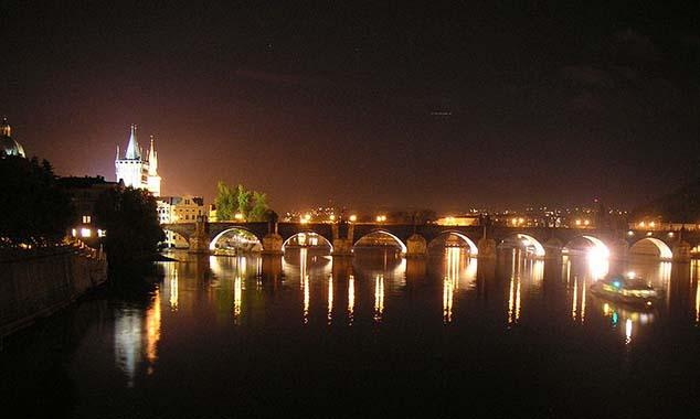 charles bridge night