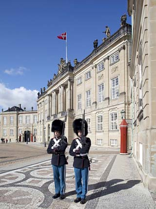 Guards at the Amalienborg Castle, Copenhagen, Denmark, Scandinavia, Europe