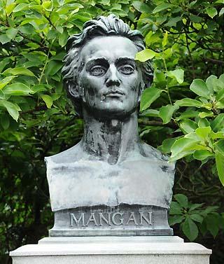 mangan statue