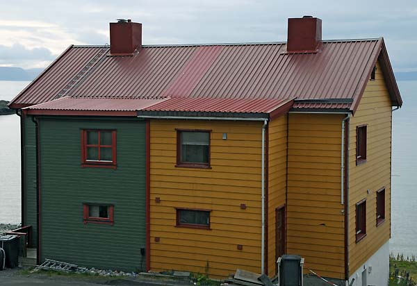 colorful house honningsvag norway